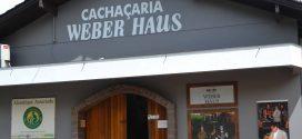 Weber Haus lança cachaça envelhecida em barris de bálsamo